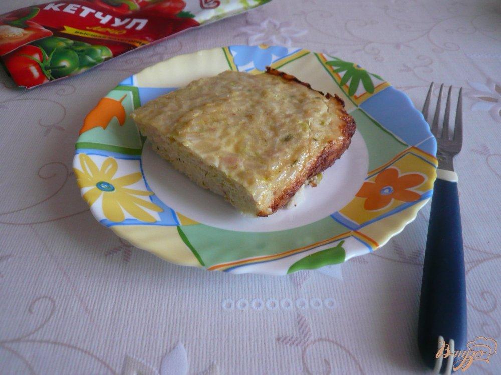 Фото приготовление рецепта: Куриная запеканка с рисом и кабачками шаг №11