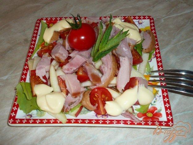 Рецепт Салат с копченым куриным мясом и черри