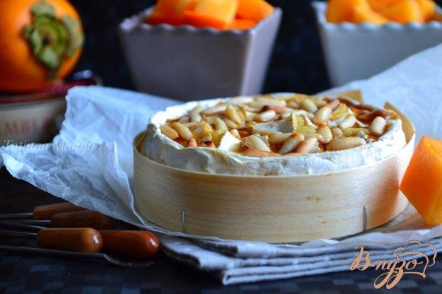 Рецепт Камамбер фондю с медом и орешками