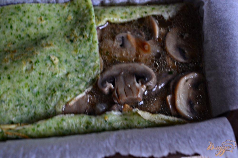 Террин с грибами и кусочками семги