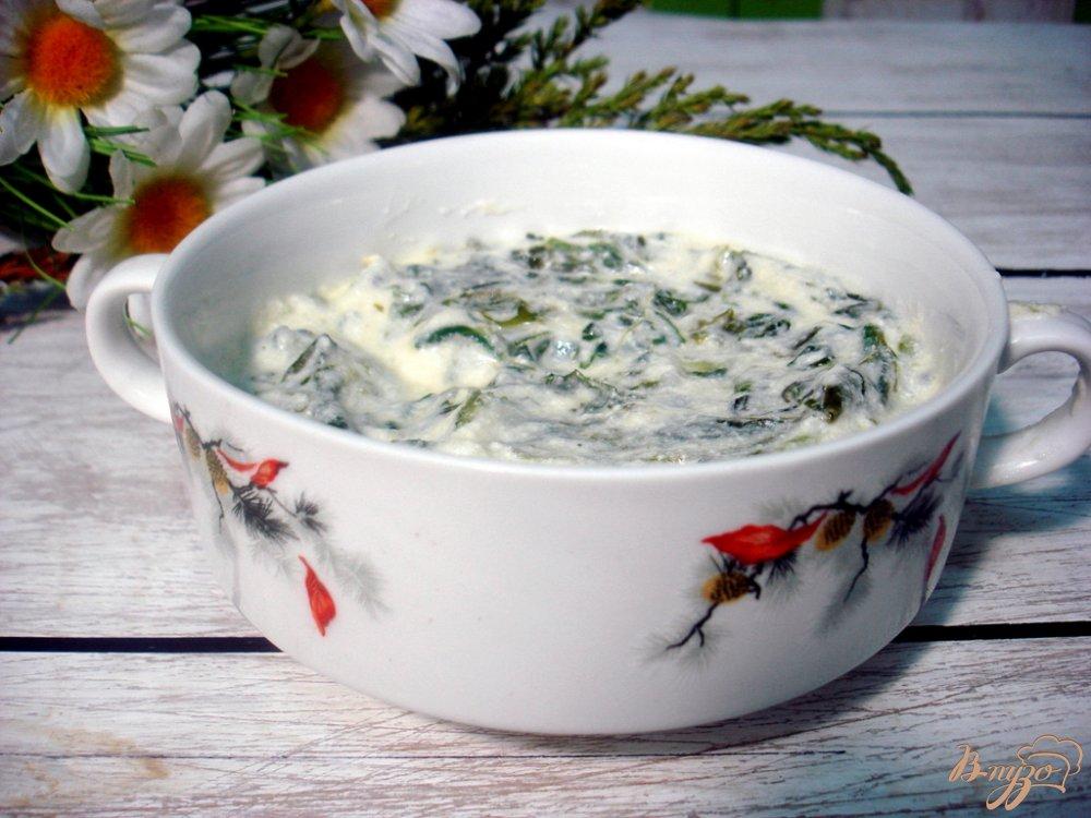 Фото приготовление рецепта: Шпинат под сливочным соусом шаг №10