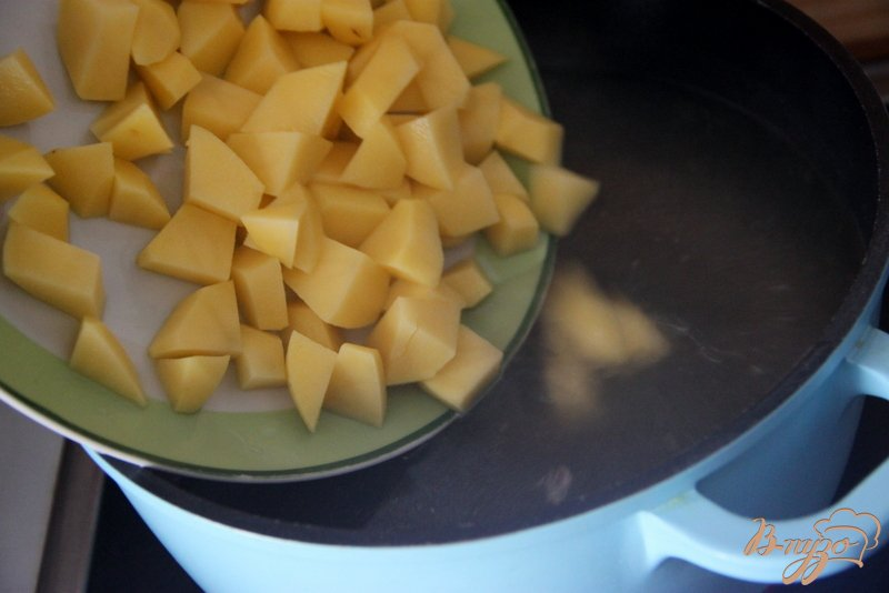 Фото приготовление рецепта: Рассольник с перловкой шаг №4