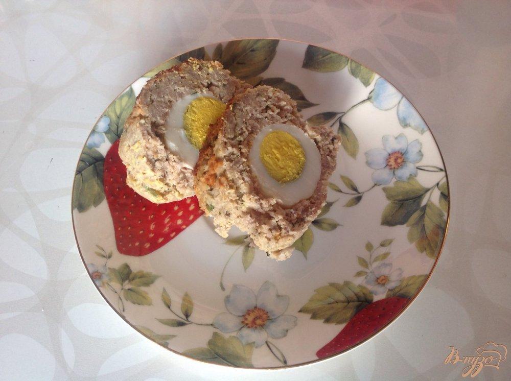 Фото приготовление рецепта: Рулет из фарша с яйцом шаг №8