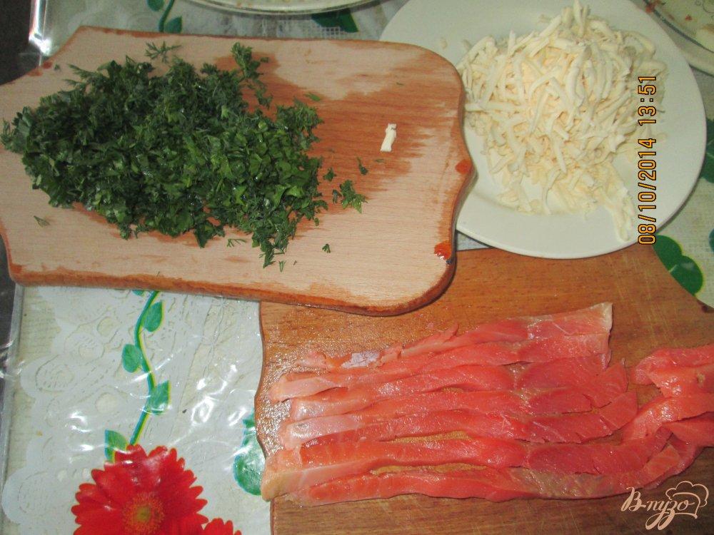 Фото приготовление рецепта: Блины с семгой и плавленым сыром шаг №2