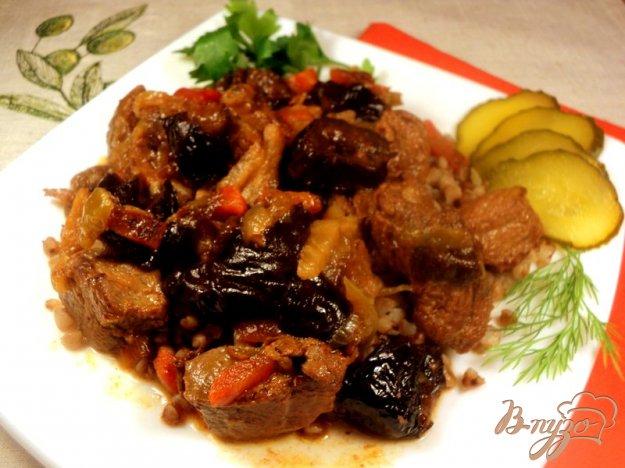 Рецепт Говядина, тушеная с черносливом, медом и горчицей