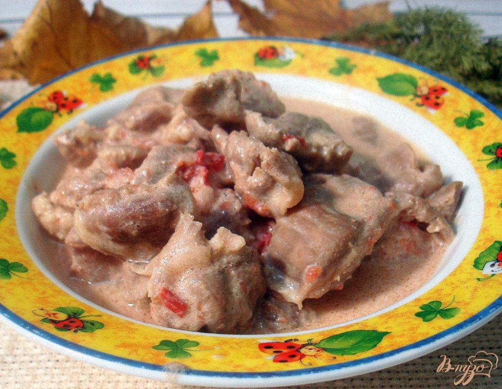 Фото приготовление рецепта: Куриные желудочки в томатно - сметанном соусе шаг №9