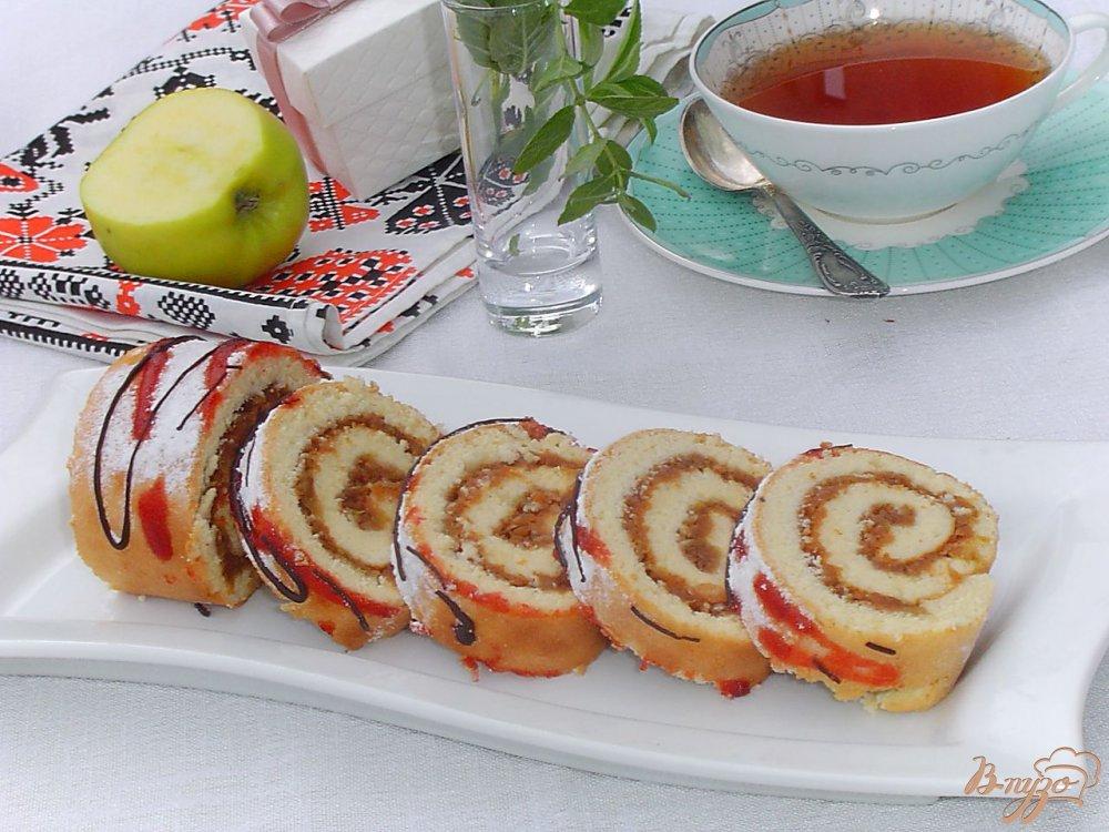 Фото приготовление рецепта: Яблочный рулет шаг №10