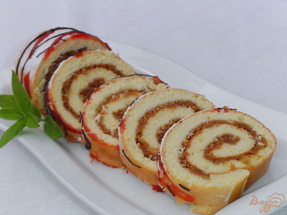 Фото приготовление рецепта: Яблочный рулет шаг №9