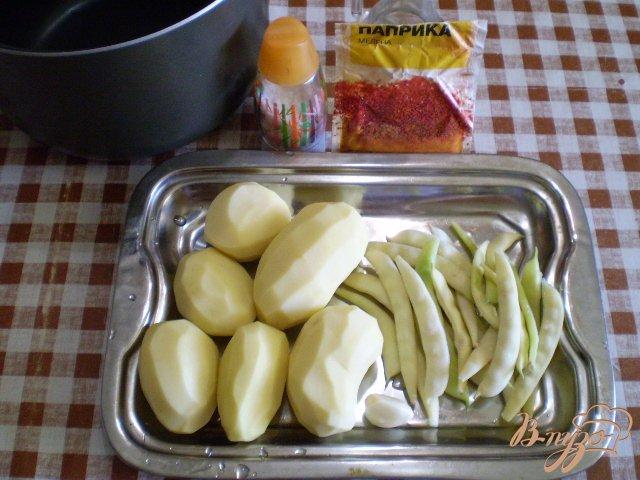 Фото приготовление рецепта: Картофель со спаржевой фасолью и сыром шаг №1