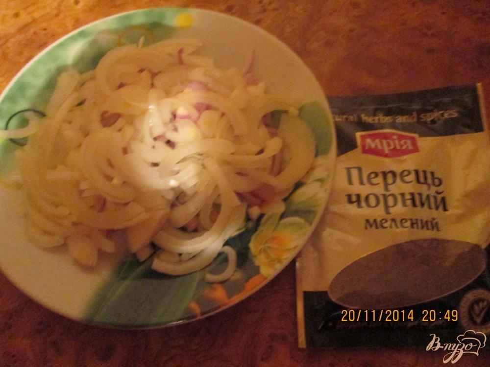 Фото приготовление рецепта: Жареная куриная печень с луком шаг №2