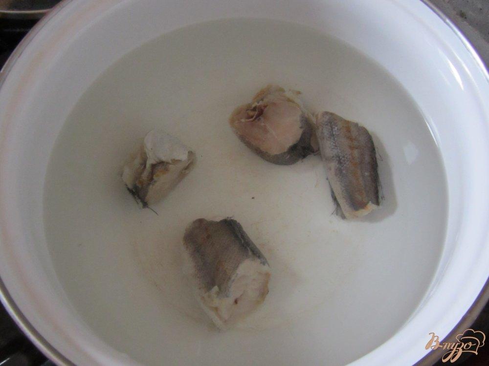 Фото приготовление рецепта: Рыбный суп с рисом шаг №1