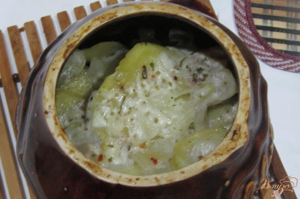 Фото приготовление рецепта: Ароматная курочка в горшочках с картофелем с итальянскими травами. шаг №9