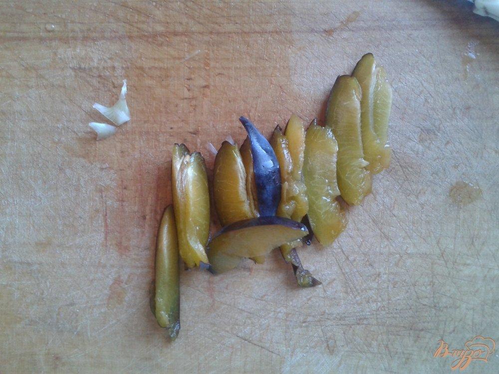 Фото приготовление рецепта: Говядина со сливами и средиземноморскими травами шаг №2