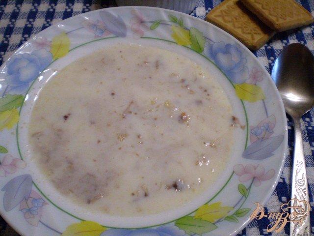 Фото приготовление рецепта: Молочная овсянка с печеньем и шоколадной пастой шаг №6