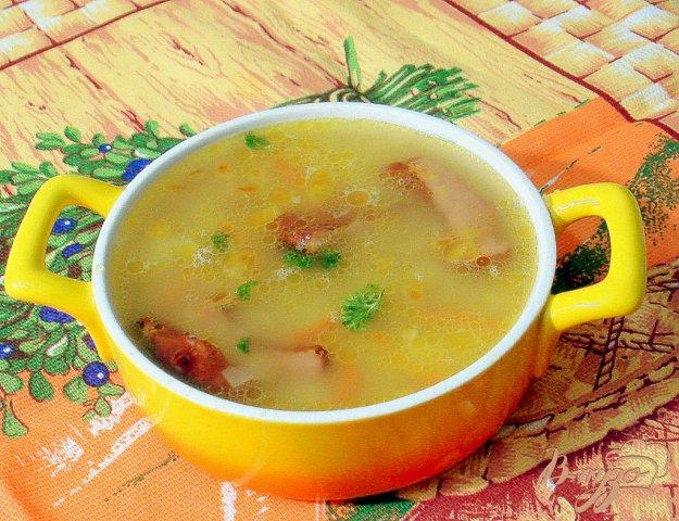 фото рецепта: Гороховый суп с копчёными свиными рёбрышками