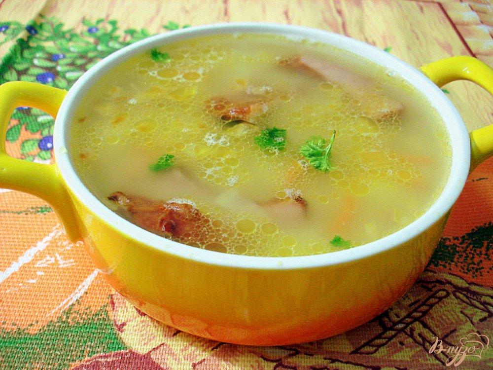 Фото приготовление рецепта: Гороховый суп с копчёными свиными рёбрышками шаг №10