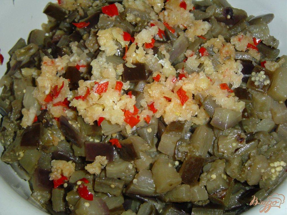 Фото приготовление рецепта: Баклажаны с чесноком и горьким перцем шаг №5