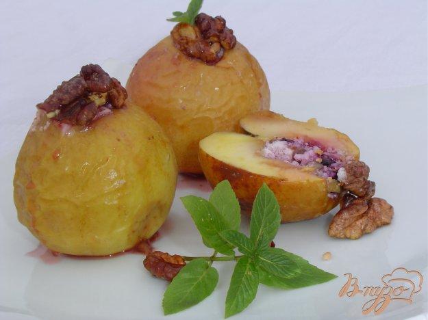 Рецепт Яблоки, запеченные с творогом, черникой, орехами и медом