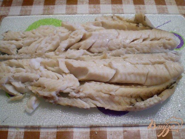 Фото приготовление рецепта: Рыбный салат с хеком шаг №8