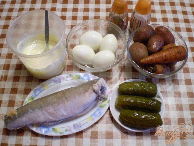Фото приготовление рецепта: Рыбный салат с хеком шаг №1