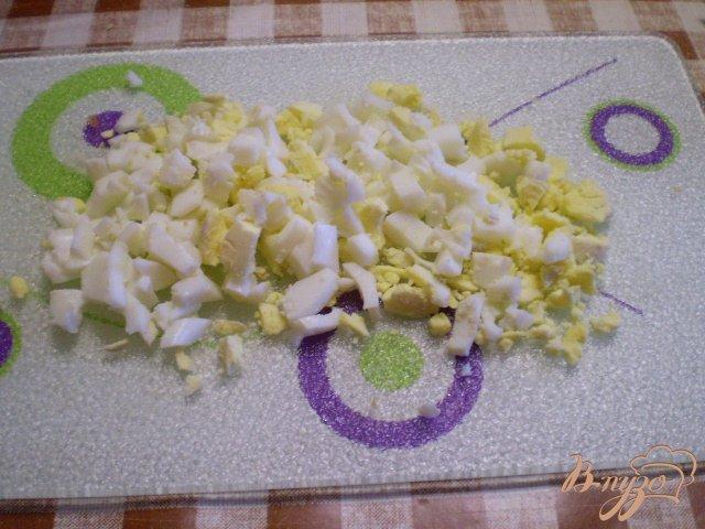 Фото приготовление рецепта: Рыбный салат с хеком шаг №5