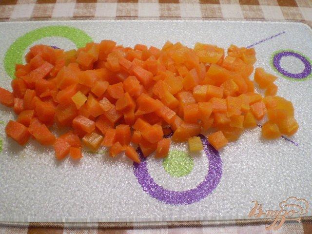 Фото приготовление рецепта: Рыбный салат с хеком шаг №3