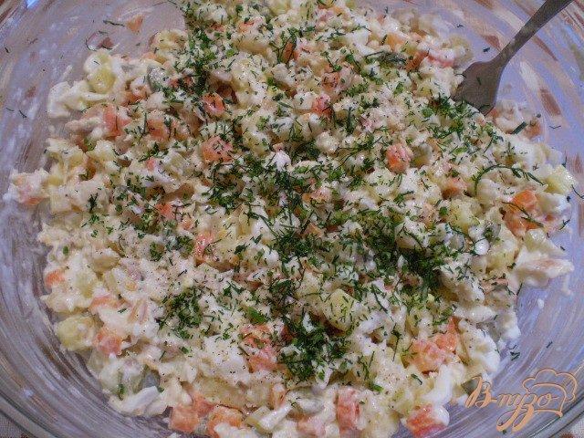 Фото приготовление рецепта: Рыбный салат с хеком шаг №10