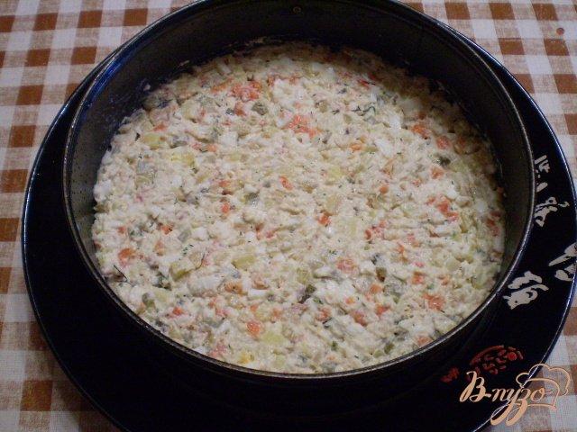 Фото приготовление рецепта: Рыбный салат с хеком шаг №11