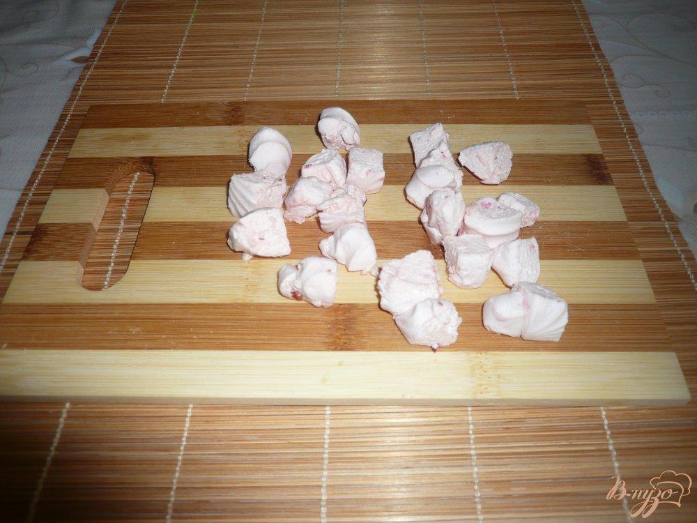 Фото приготовление рецепта: Тортик без выпечки из пряников и зефира шаг №4