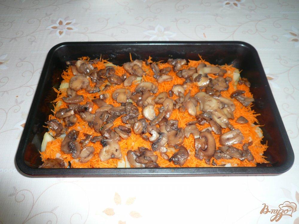 Фото приготовление рецепта: Картофельная запеканка с грибами шаг №6