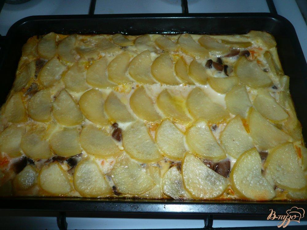 Фото приготовление рецепта: Картофельная запеканка с грибами шаг №12