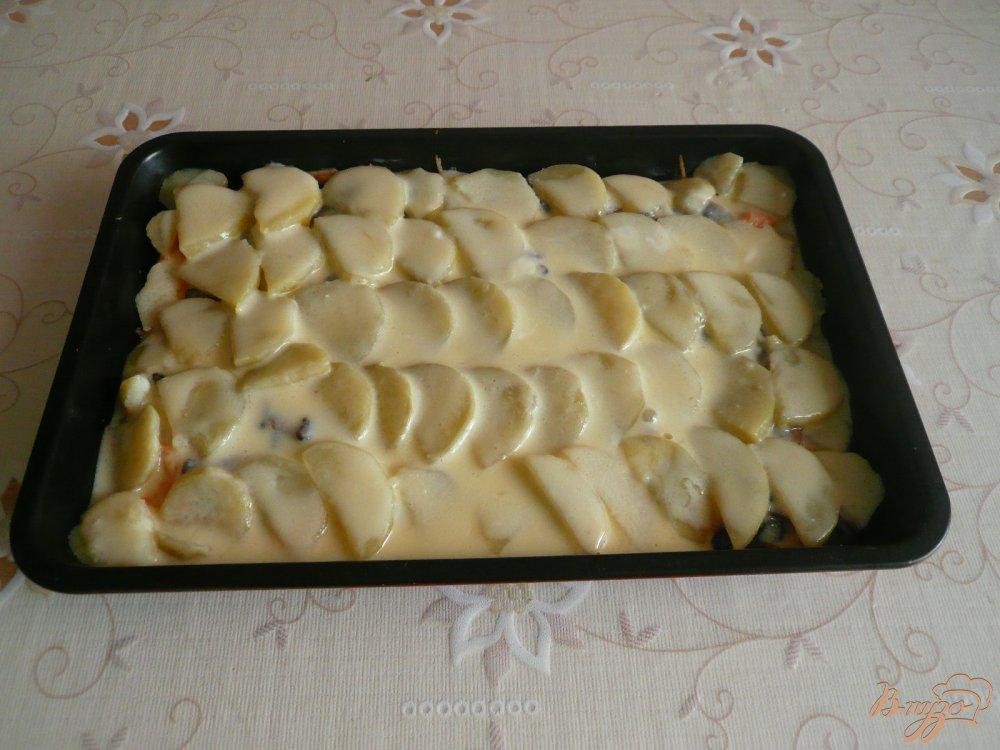 Фото приготовление рецепта: Картофельная запеканка с грибами шаг №11