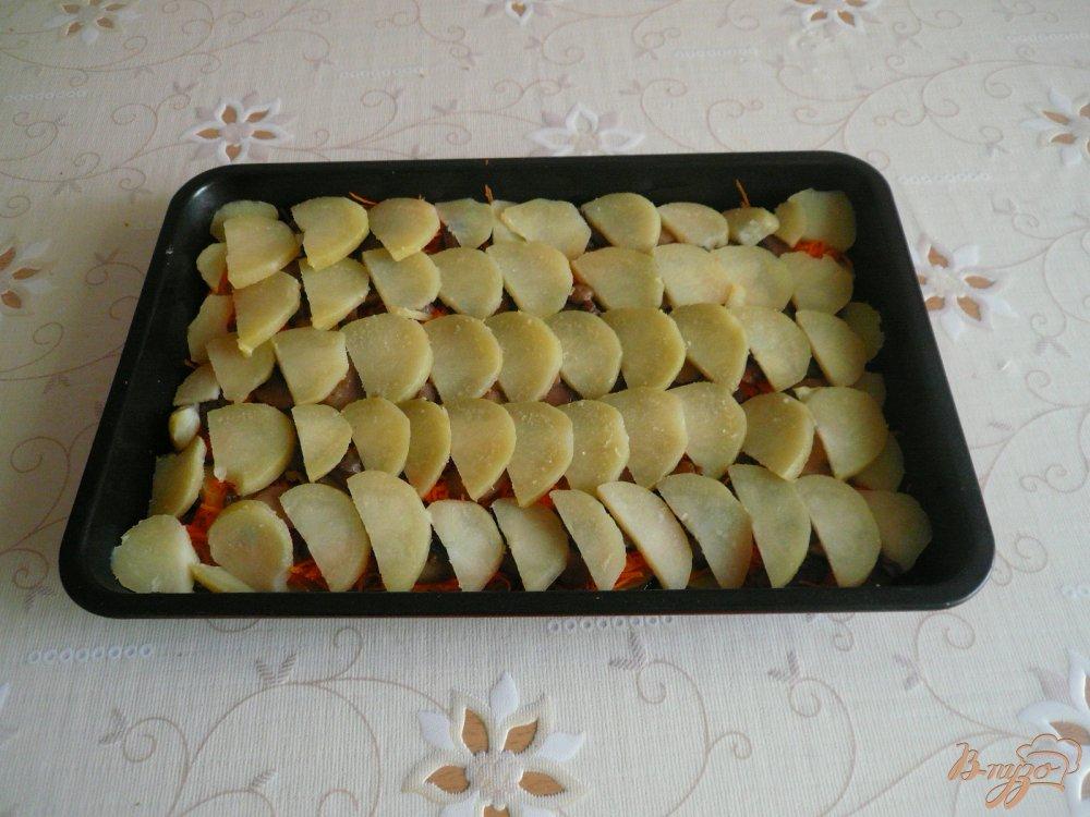 Фото приготовление рецепта: Картофельная запеканка с грибами шаг №7