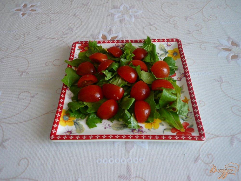 Фото приготовление рецепта: Салат с перепелиными яйцами и помидорками черри шаг №3