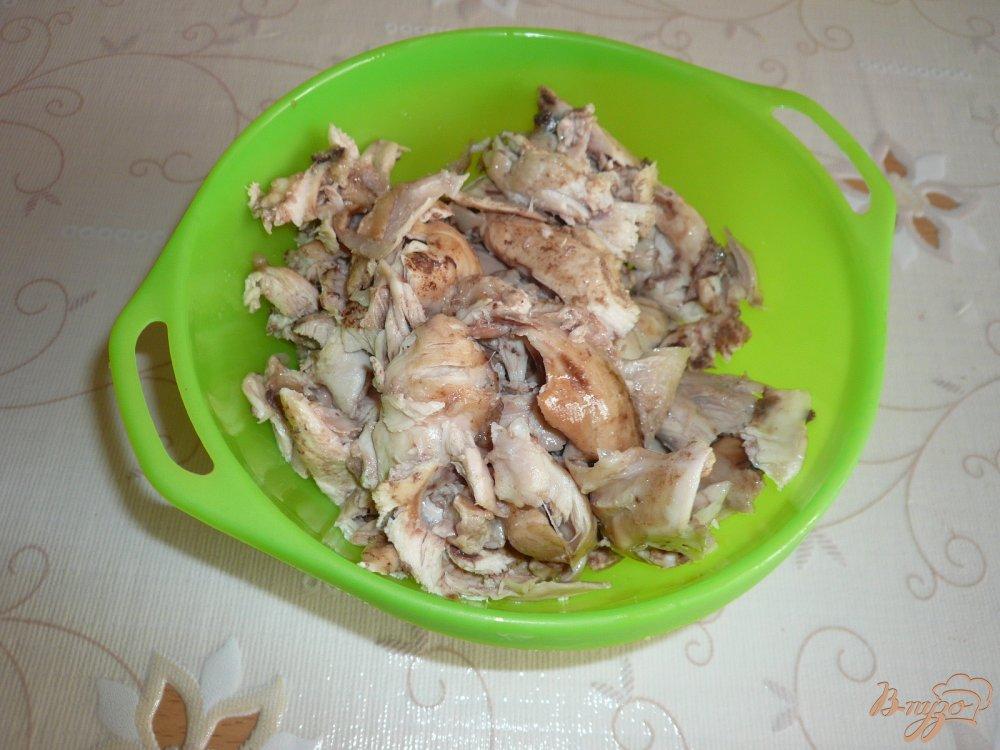 Фото приготовление рецепта: Заливное из курицы с зеленым луком шаг №6