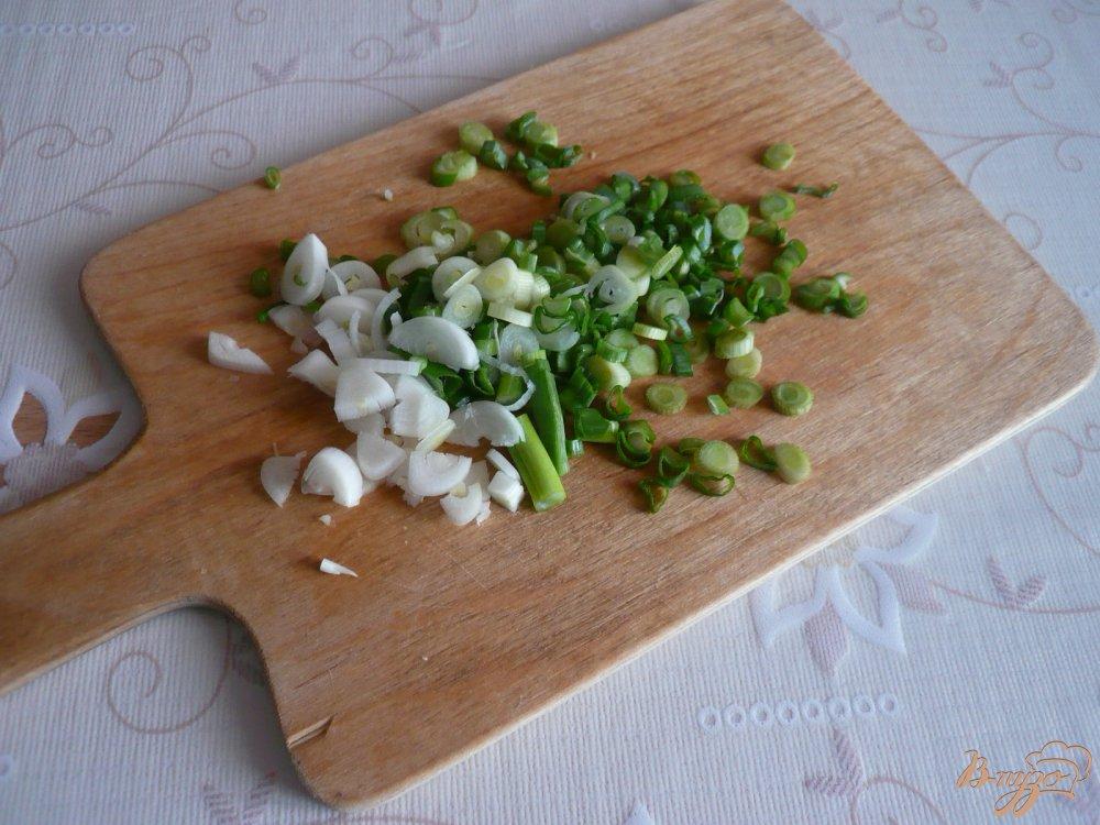 Фото приготовление рецепта: Заливное из курицы с зеленым луком шаг №2
