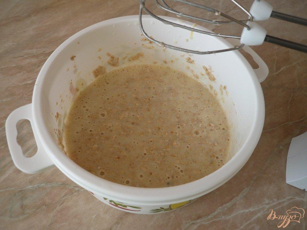 Фото приготовление рецепта: Овсяный пирог на кефире шаг №3