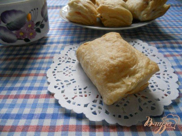фото рецепта: Слойки с сосисками и сыром