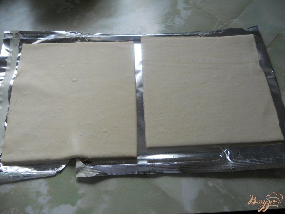 Фото приготовление рецепта: Слойки с сосисками и сыром шаг №1