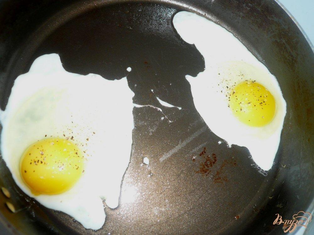 Фото приготовление рецепта: Сытный завтрак для двоих шаг №5