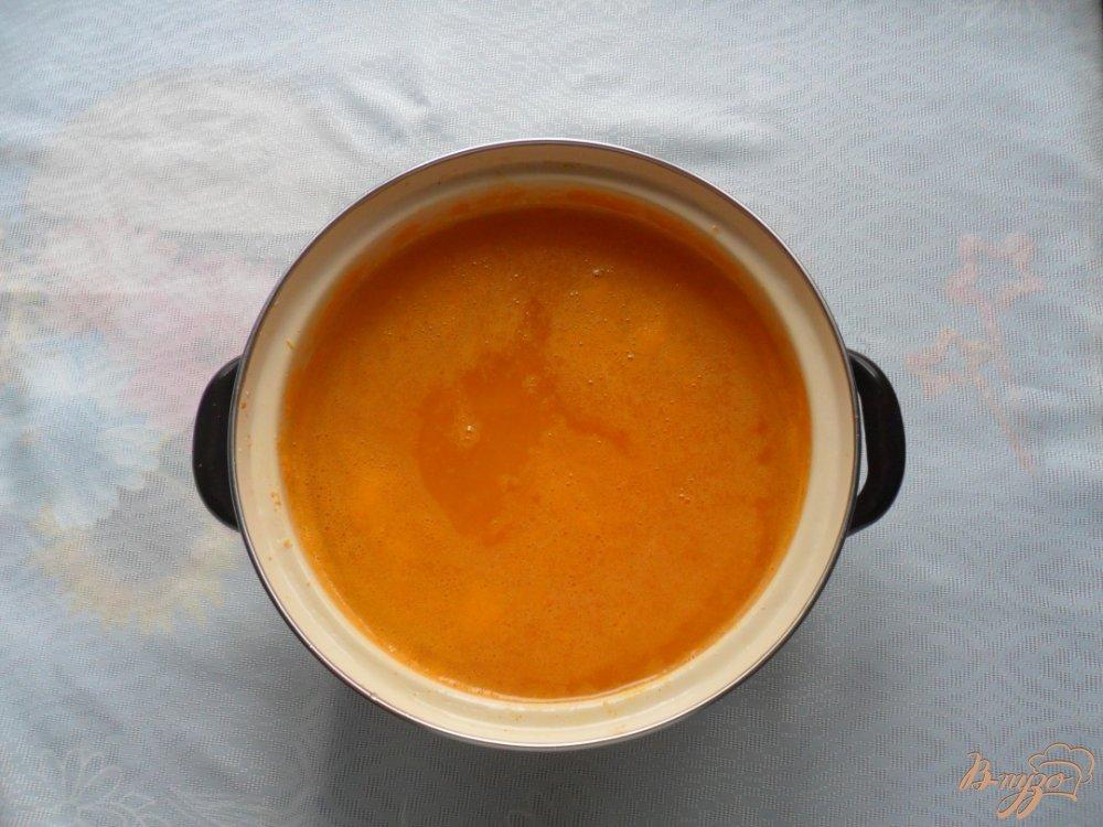 Фото приготовление рецепта: Тыквенный сок с цитрусовыми шаг №5