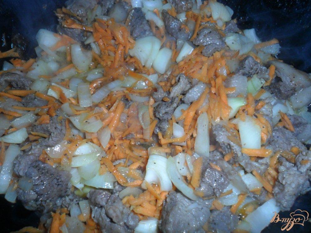 Фото приготовление рецепта: Подлива с свиной мякотью на сковороде шаг №2