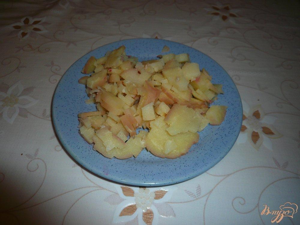 Фото приготовление рецепта: Селедка под шубой в ловушке шаг №3