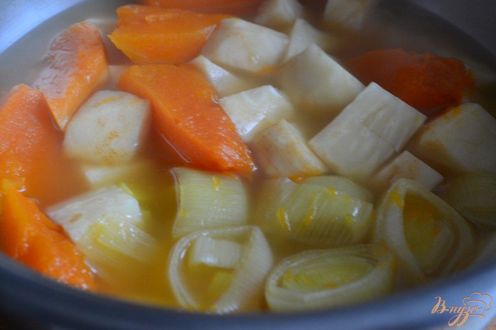 Фото приготовление рецепта: Суп-пюре из тыквы с корневым сельдереем шаг №2