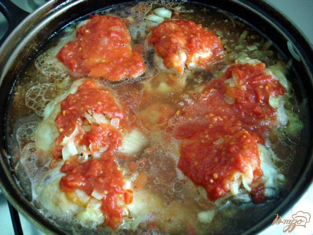 Фото приготовление рецепта: Курица в томатно - луковом соусе шаг №6