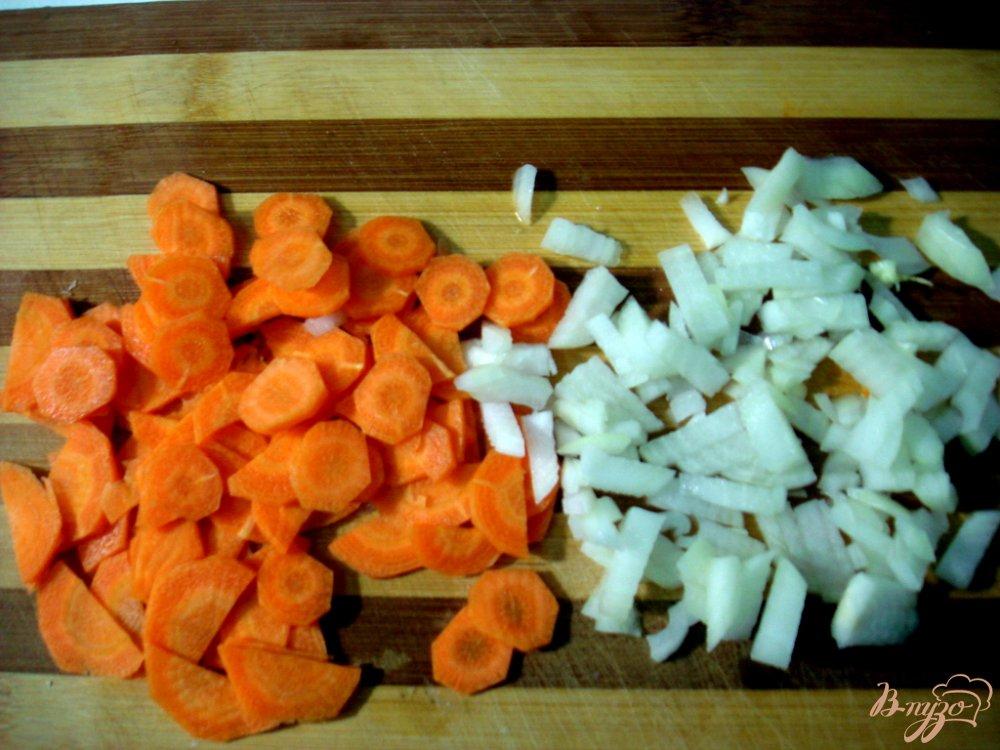 Фото приготовление рецепта: Суп с шампиньонами и сырочками шаг №4