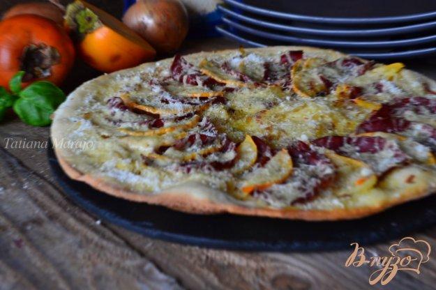 Рецепт Пицца с луком, хурмой и вяленой говядиной
