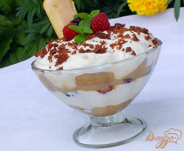 Рецепт Десерт в стиле «Тирамису» с малиной и ежевикой