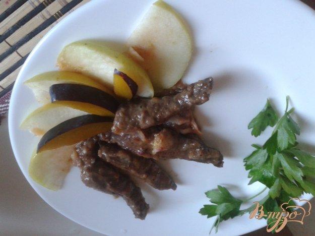 Рецепт Свинная печень с яблоками и сливами