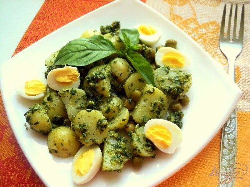 Фото приготовление рецепта: Картофельный салат с соусом песто шаг №5